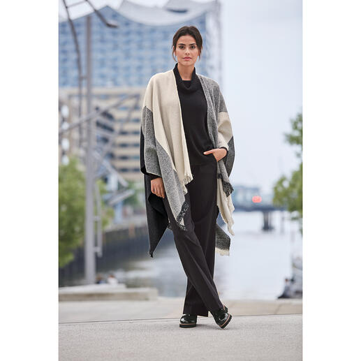 Trendy and classic x three: Classic poncho + classic pattern and colour mix. By TWINSET. Trendy and classic x three: Classic poncho + classic pattern and colour mix. By TWINSET.