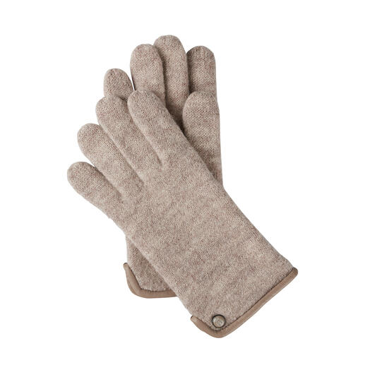 Much softer (and more weatherproof) than normal woollen gloves – thanks to fine felted wool. Much softer (and more weatherproof) than normal woollen gloves – thanks to fine felted wool.
