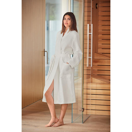 Organic piqué bathrobe for women Rare combination: Certified organic cotton. Absorbent waffle piqué. By Taubert.