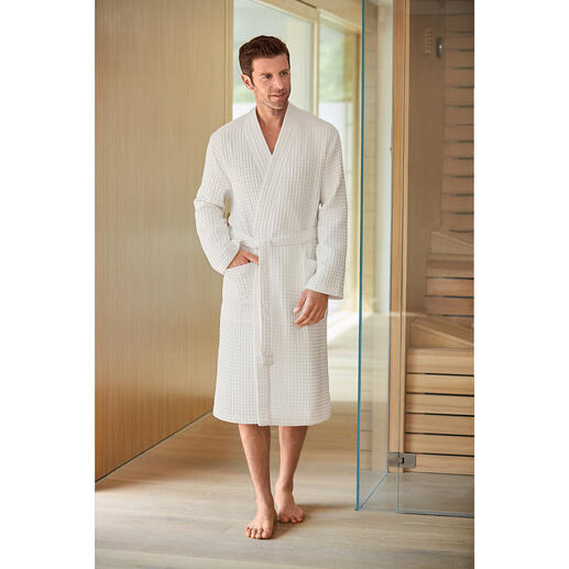 Organic piqué bathrobe for men Rare combination: Certified organic cotton. Absorbent waffle piqué. By Taubert.