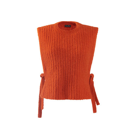 Alpaca sweater vest Exceptionally feminine. Incredibly soft. Delightfully hard-wearing. Made from hand-selected alpaca hair.