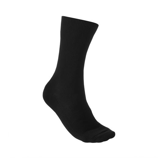 Democratique Piqué Socks Countless ventilating pores always allow plenty of air to reach your skin. By Democratique/Copenhagen.