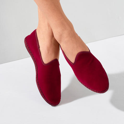Women's velvet slipper The hand-sewn made in Italy velvet slipper: Elegant. Comfortable. Yet so hard to find.