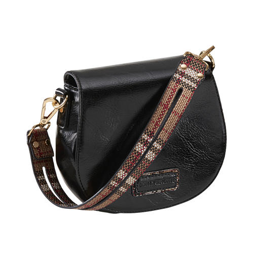 Half-moon shape, flap and shoulder strap: Three bag trends combined and at a pleasing price. Half-moon shape, flap and shoulder strap: Three bag trends combined and at a pleasing price.