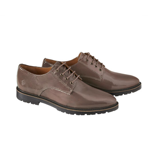 Apple of Eden Lacquer Derby Men's shoe classic Derby: Femininely interpreted and fashionably updated. From Apple of Eden.