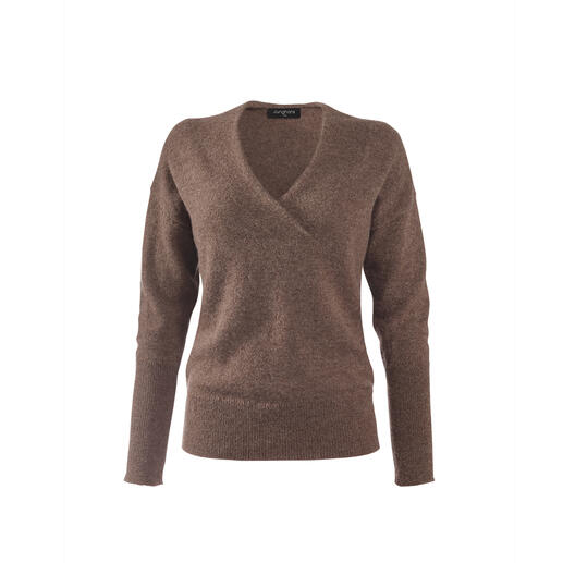 The ingredients for a better basic jumper: Hand-picked baby alpaca wool and contemporary details. The ingredients for a better basic jumper: Hand-picked baby alpaca wool and contemporary details.
