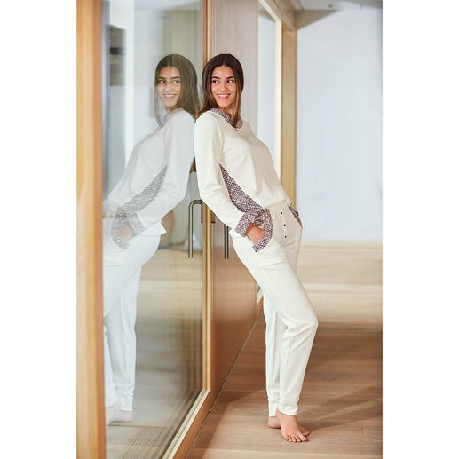 HFor Sweatshirt or -Trousers, ivory/rose - A wonderfully comfortable, trendy smart look and pleasantly affordable. The loungewear suit from HFor.