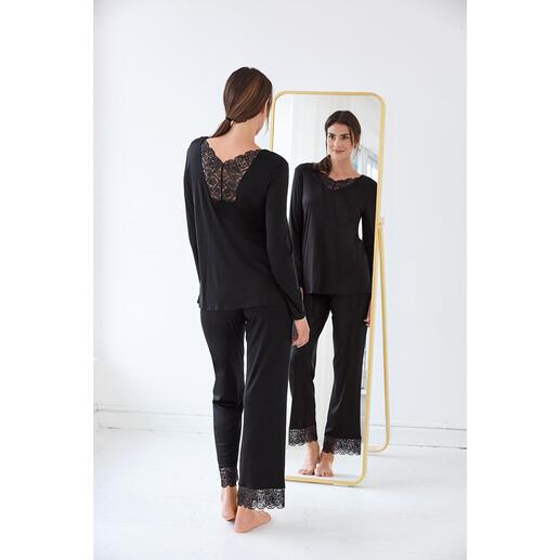 Hanro Lace Pyjamas Decorated with feminine lace inserts: Elegant couture version of pyjamas. By Hanro.