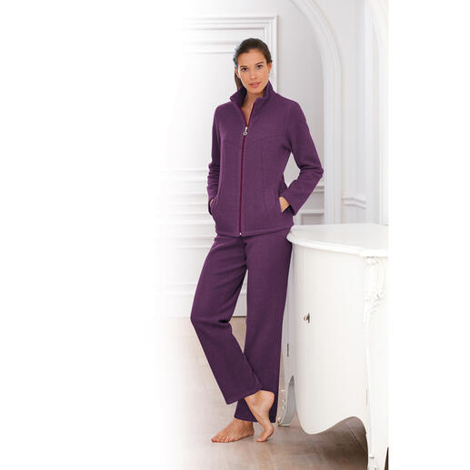 Hutschreuther Fleece Loungewear Much better than pure synthetic fibre: Rare, silky-soft viscose fleece. Cuddly soft. Anti-static. Crease-free.