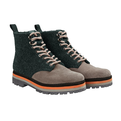 Fashionable and sturdy – but surprisingly lightweight and functional. Fashionable and sturdy – but surprisingly lightweight and functional. Hiking boots from Pànchic, Italy.