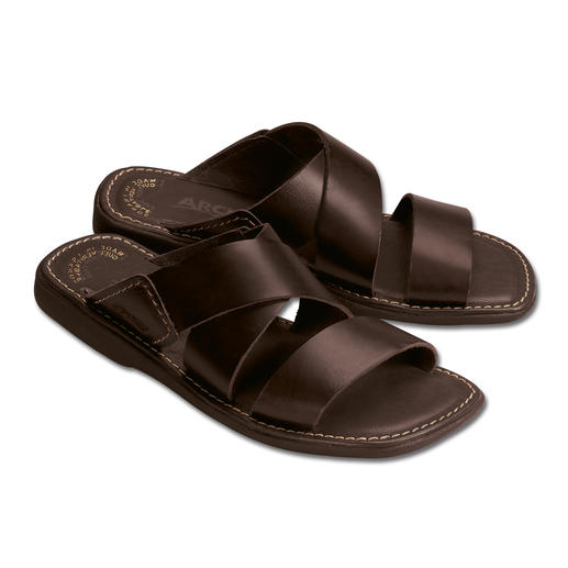 Comfortable Men's Slippers Comfortable leather and natural latex let your feet relax.