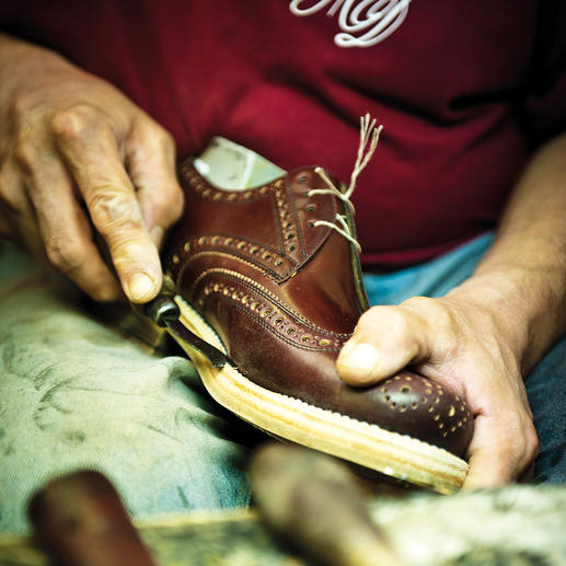 A Dinkelacker shoe undergoes approximately 300 working steps until it is finally complete.