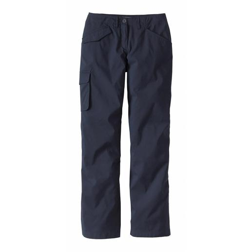 Slender Cargo Pants Look slim – in spite of the practical cargo pockets. The secret of the asymmetrical cargo pants.