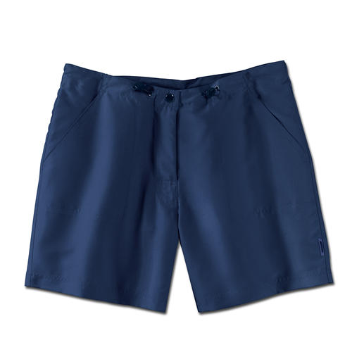 Hardly crinkle, fast drying, appropriate and splendidly light. One pair of shorts for the whole summer.