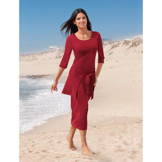 Holiday Dress, 3⁄4-sleeves (without Hip Wrap) The easy-care holiday dress.
