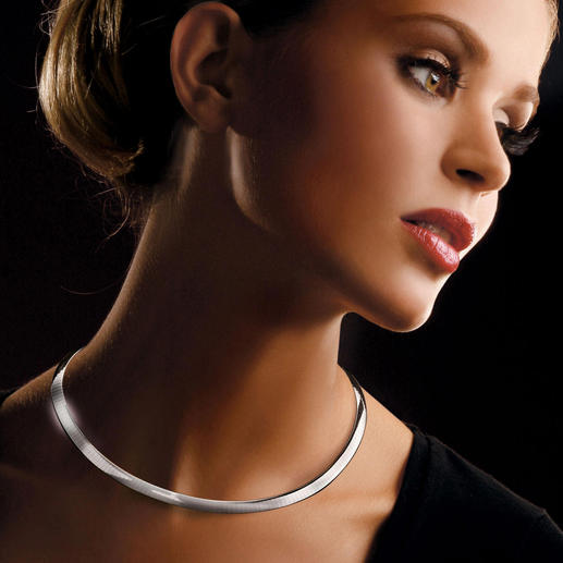 Reversible 18kt Gold Choker Adapts beautifully to your neckline. A wonderfully versatile piece of jewellery.
